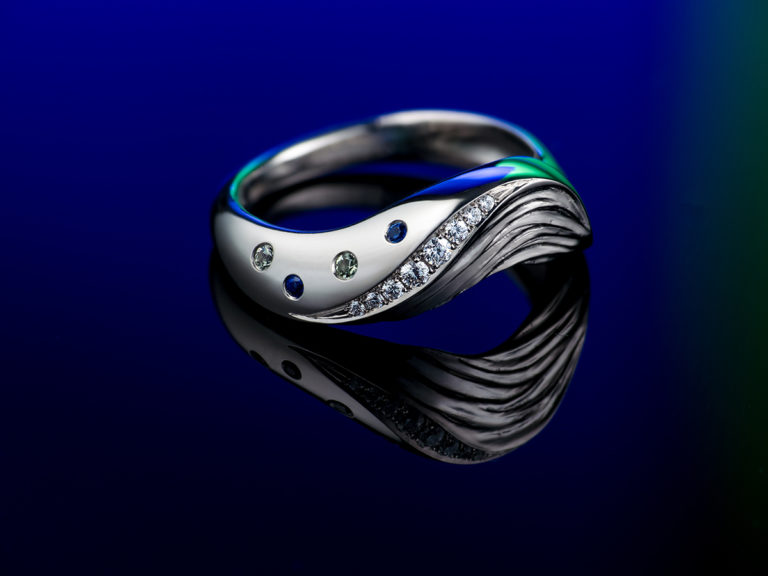 Wave ring, diamonds and sapphire, Sylvaine art jewellery
