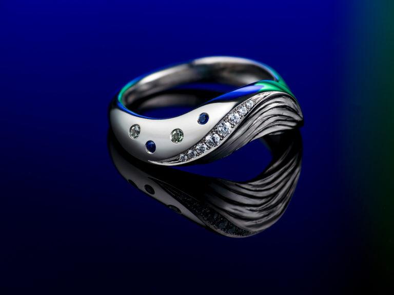 Wave ring, diamonds and sapphire, Sylvaine art jewellery